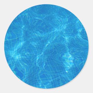 en la piscina… pegatina redonda