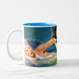 En la piscina tazas de café