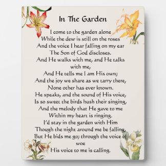En la placa floral del himno del jardín