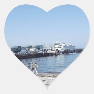 En la playa pegatina de corazon