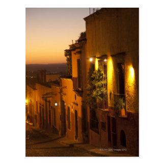 En la puesta del sol postales