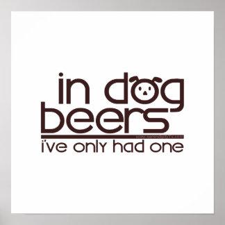 En las cervezas del perro (w/Dog) Impresiones