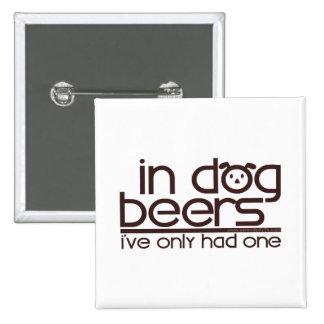 En las cervezas del perro (w/Dog) Pin