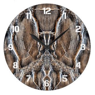 En las maderas reloj redondo grande