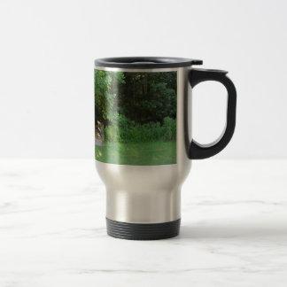 En las maderas tazas de café