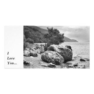En las orillas de Loch Ness B&W Tarjeta Con Foto Personalizada