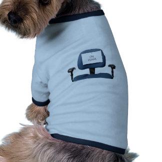 En licencia camiseta con mangas para perro