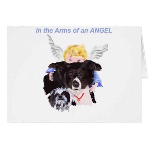 En los brazos de un ángel tarjeta de felicitación