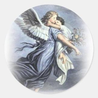En los brazos de un pegatina del ángel