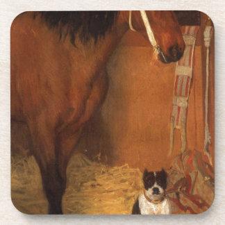 En los establos, el caballo y el perro de Edgar Posavaso