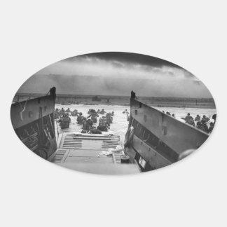 En los mandíbulas de la Segunda Guerra Mundial Pegatina Ovalada