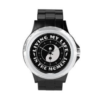 EN los relojes del personalizado del MOMENTO