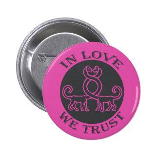 EN LOVE WE TRUST - S05 PIN REDONDO DE 2 PULGADAS