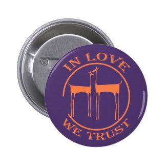 EN LOVE WE TRUST - S07 PIN REDONDO DE 2 PULGADAS