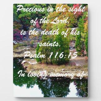 En memoria de 116:15 del salmo placa para mostrar