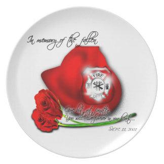 En memoria de la placa conmemorativa caida del plato de cena