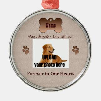 En memoria de su perro adornos