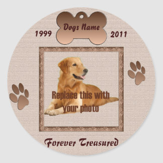 En memoria de su perro pegatina redonda