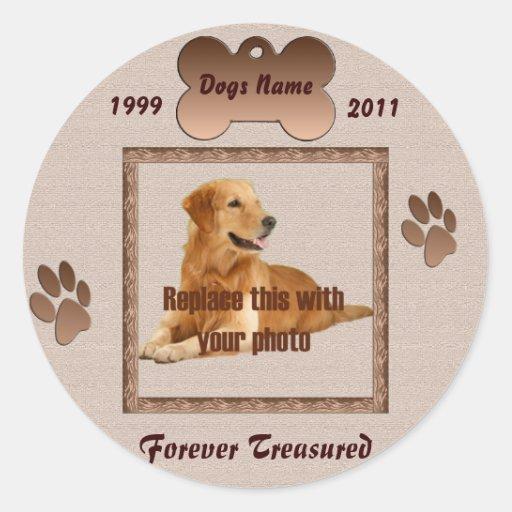 En memoria de su perro pegatinas