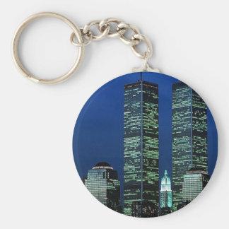 En Memoriam en memoria de las torres gemelas WTC N Llavero Redondo Tipo Pin