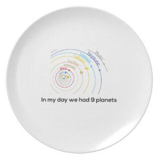 En mi día teníamos nueve planetas plato de cena