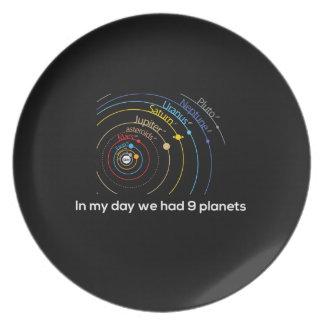 En mi día teníamos nueve planetas platos de comidas