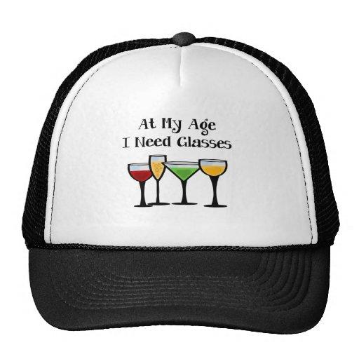 En mi edad necesito los vidrios gorras