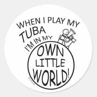 En mi propia pequeña tuba del mundo pegatina redonda