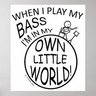 En mi propio pequeño bajo del mundo póster