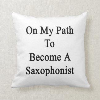 En mi trayectoria a hacer un saxofonista cojin