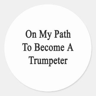 En mi trayectoria a hacer un trompetista pegatinas redondas