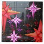 En New York City. Decoración del navidad dentro Teja