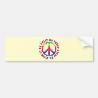 En paz confiamos en etiqueta de parachoque