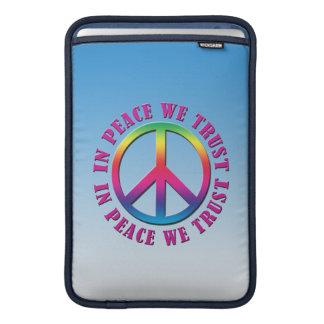 En paz confiamos en funda  MacBook