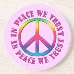 En paz confiamos en posavasos personalizados