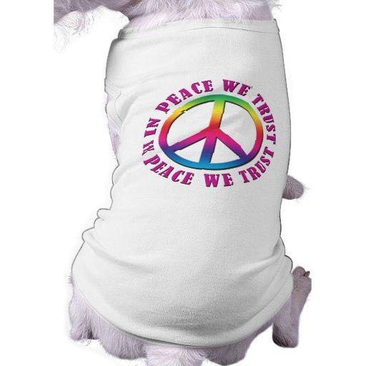 En paz confiamos en ropa de perros
