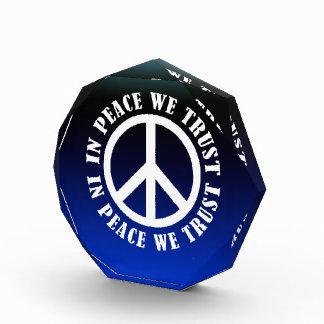 En paz confiamos en