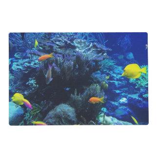 en pescados del océano este código en una lona tapete individual