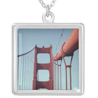 En puente Golden Gate Grímpola