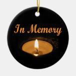 En resplandor de la vela de la memoria ornamentos para reyes magos