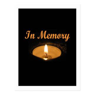 En resplandor de la vela de la memoria tarjeta postal
