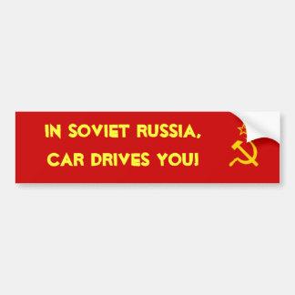 ¡En Rusia soviética, el coche le conduce! Pegatina Para Auto