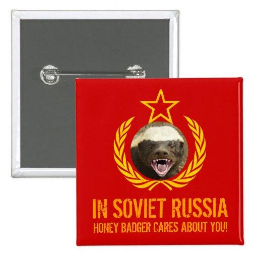 En Rusia soviética el tejón de miel cuida el botón Pins