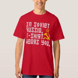 En Rusia soviética la camiseta le lleva camisa