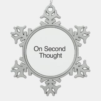 En segundo Thought.ai Adorno De Peltre En Forma De Copo De Nieve
