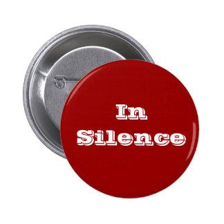 En silencio--marrón/blanco pin redondo de 2 pulgadas