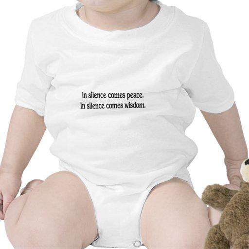 En silencio traje de bebé