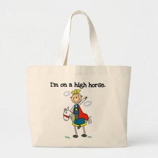 En un alto caballo bolsa tela grande