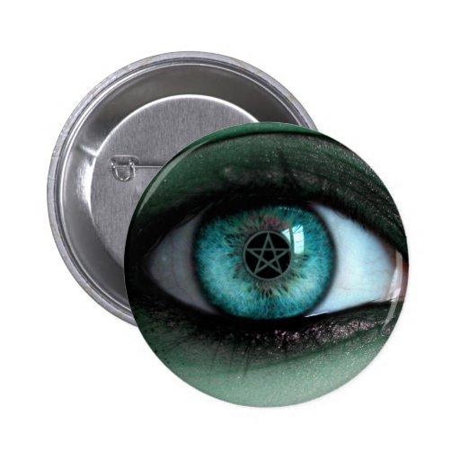 En un botón del ojo de las brujas pins