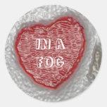 En una niebla pegatina redonda